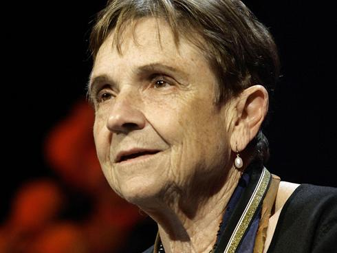 trying to talk with a man adrienne rich ¡ trying to show annoyance at a male dominant world ¡ two elements, testing a bomb and testing a relationship trying to talk with a man ¡ separation and punctuation in the opening lines suggest an double meaning.