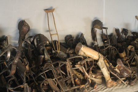 Crutches and prostheses in Auschwitz display case / Photo by Ilana DeBare